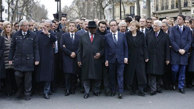 Angela Merkel und viele andere Staats- und Regierungschefs beim Trauermarsch in Paris (2)